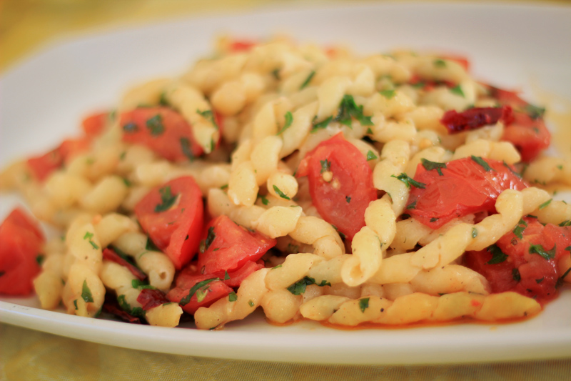 Favignana - Spaghetti with Peppers and Tomato in Garlic Sauce