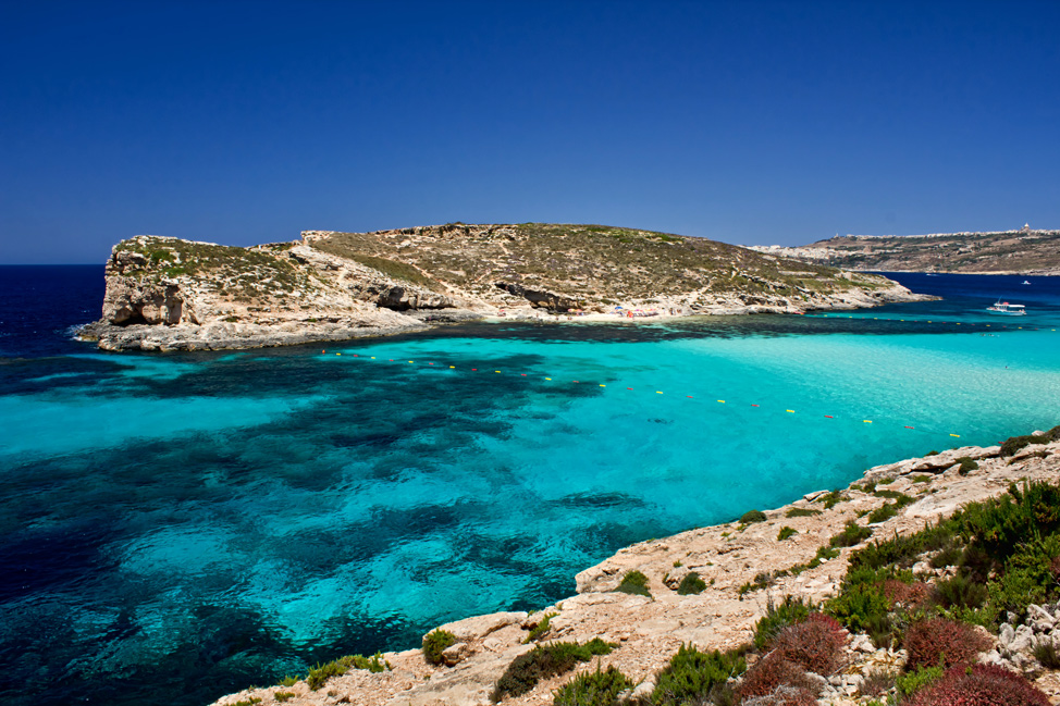 Turquoise-Blue-Comino-974x649