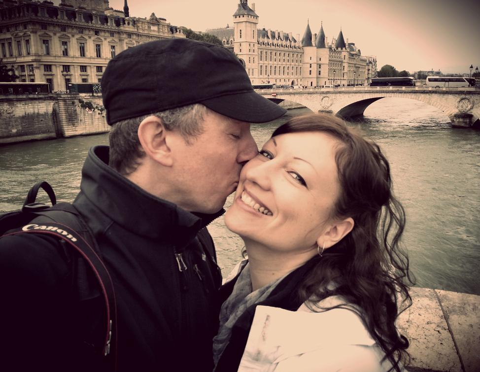Paris-Bridge-Love-Story-974x755