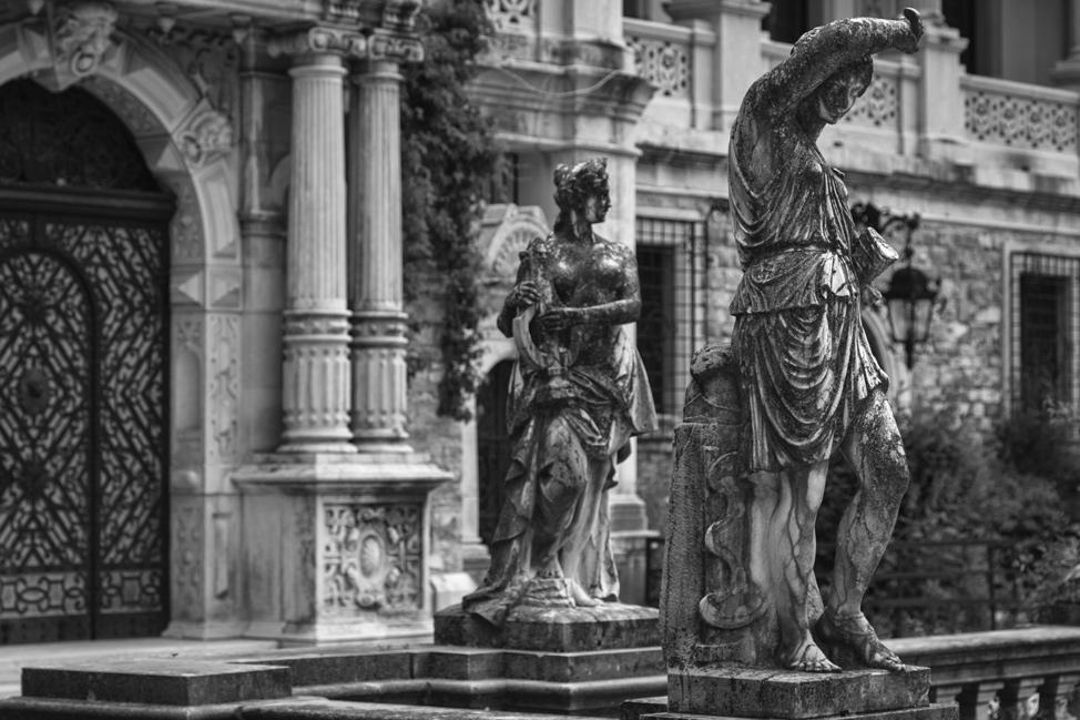 Peles Statues