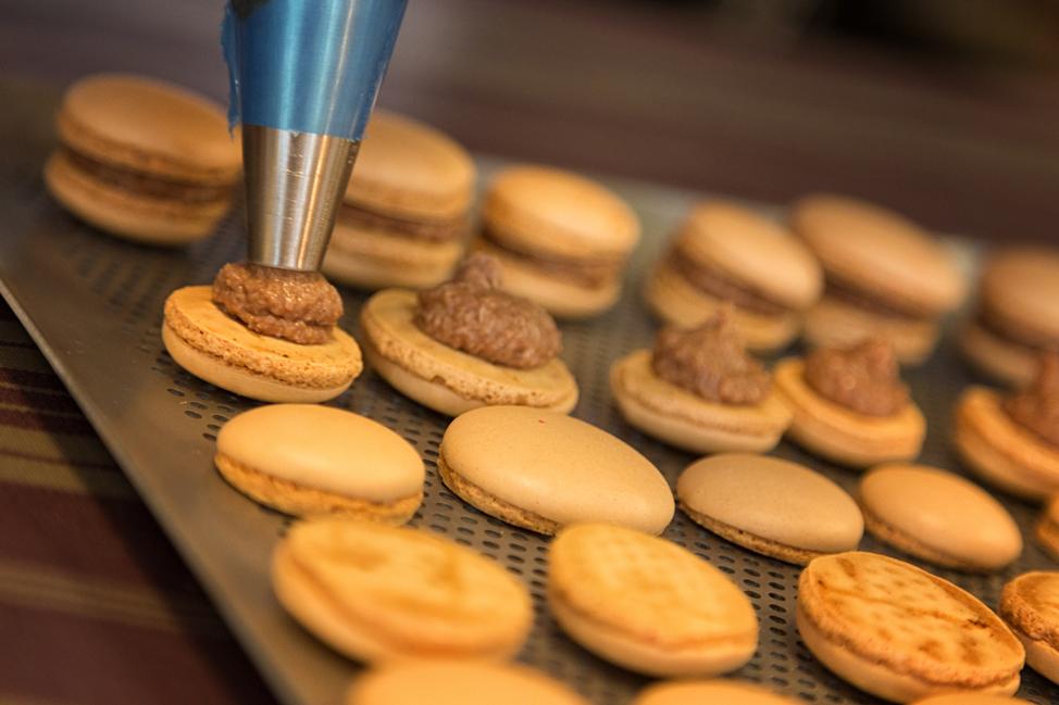 Filling Macarons