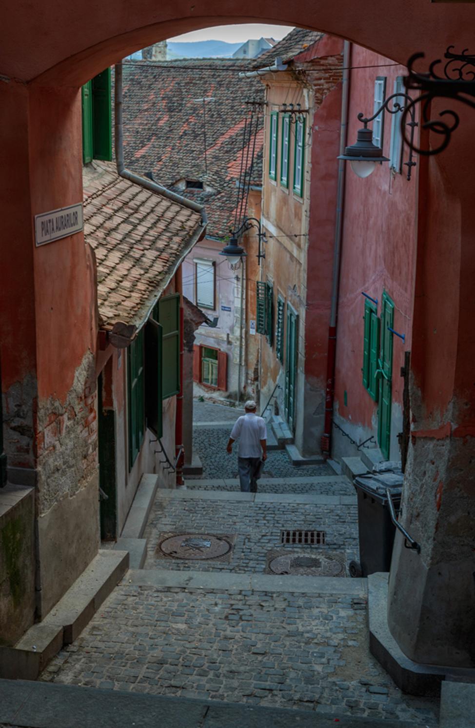 Sibiu-Sidestreet-974x1492