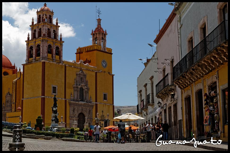 Guanajuato-Basilica-Plaza-Postcard