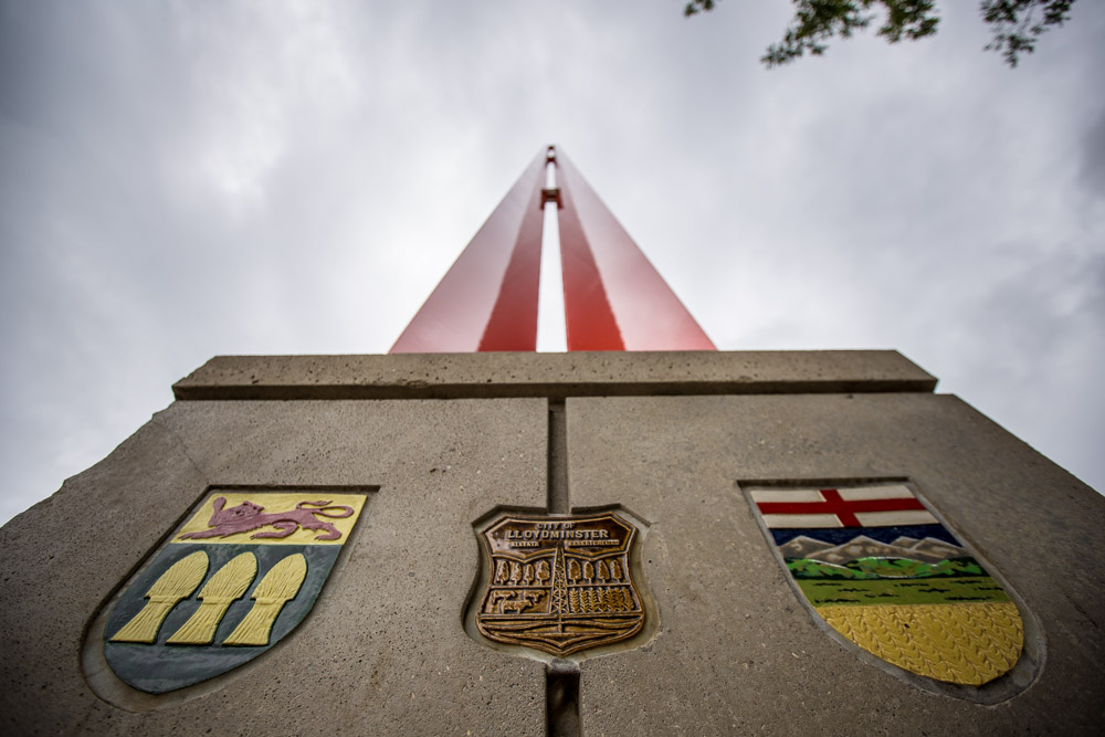World-Largest-Border-Marker-Lloydminster