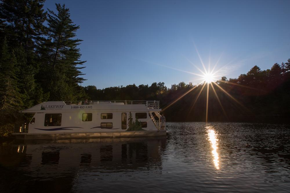 Jewetts-Cove-Houseboating